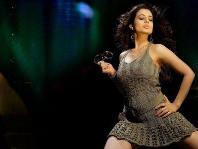 Amisha Patel Widescreen