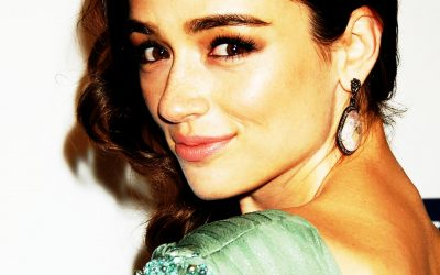 Crystal Reed Widescreen