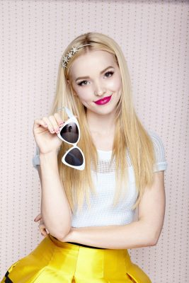 Dove Cameron Screensavers