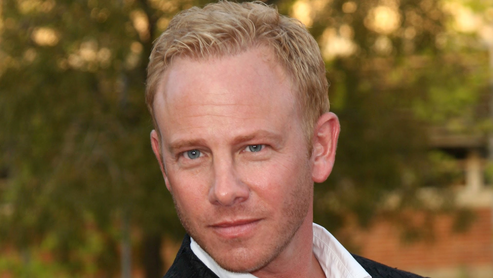 Ian Ziering Screensavers