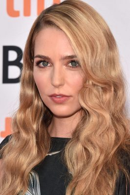 Jessica Rothe Pictures