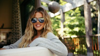Khloe Kardashian Backgrounds