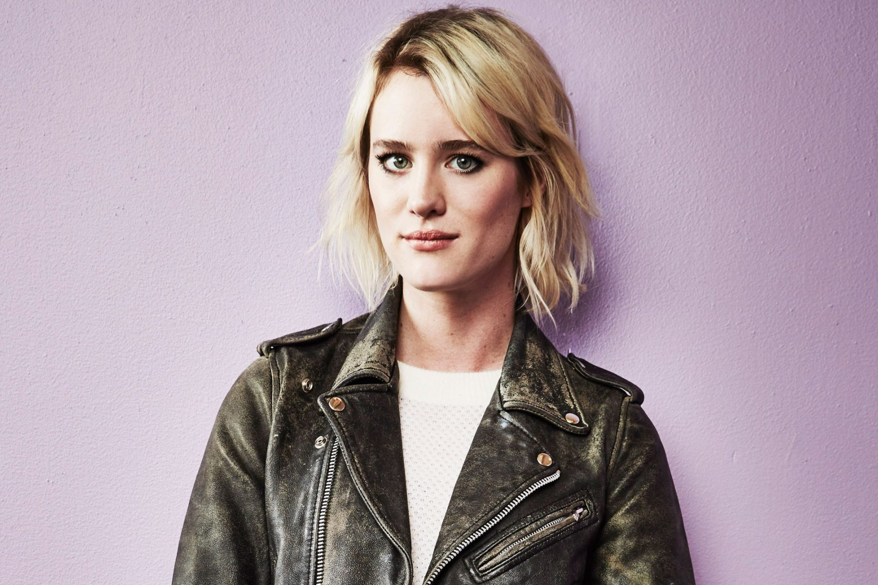 Mackenzie Davis Hd Wallpapers  7Wallpapersnet-1679